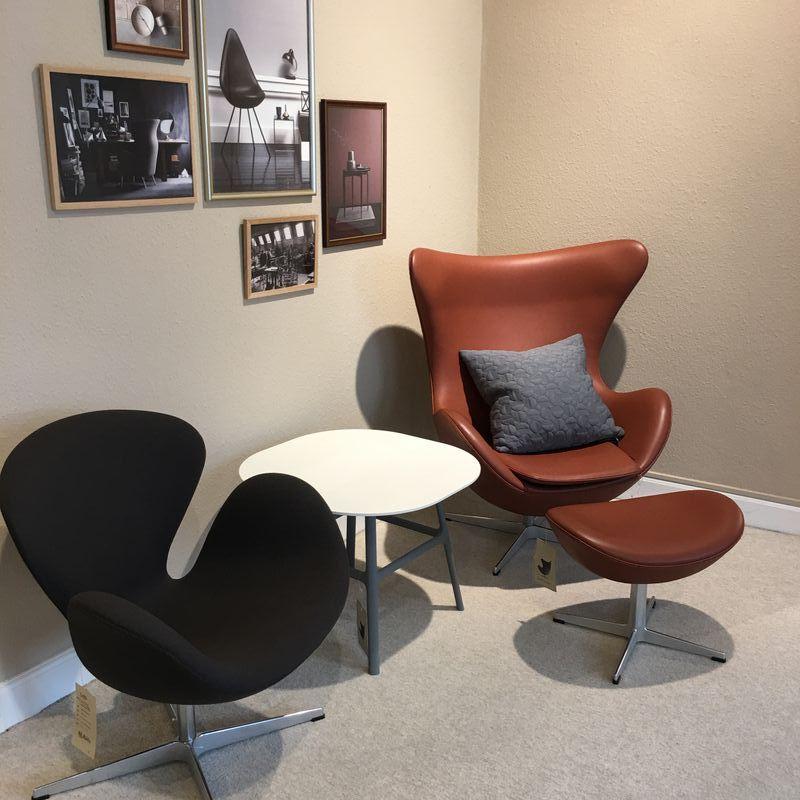 Ægget og Svanen designet af Arne Jacobsen og produceret af Fritz Hansen