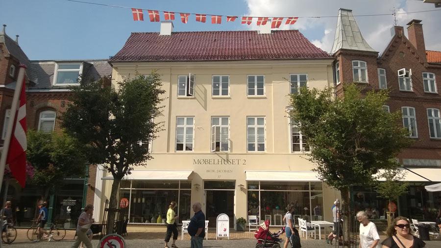 Møbelhuset 2 ligger midt på Tønders gågade i nænsomt renoverede bygninger