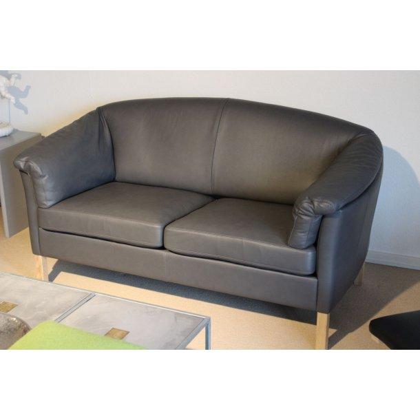 Modernistisk Køb Mogens Hansen | Udstillingsmodel | 2 pers. sofa med grå læder BC-01