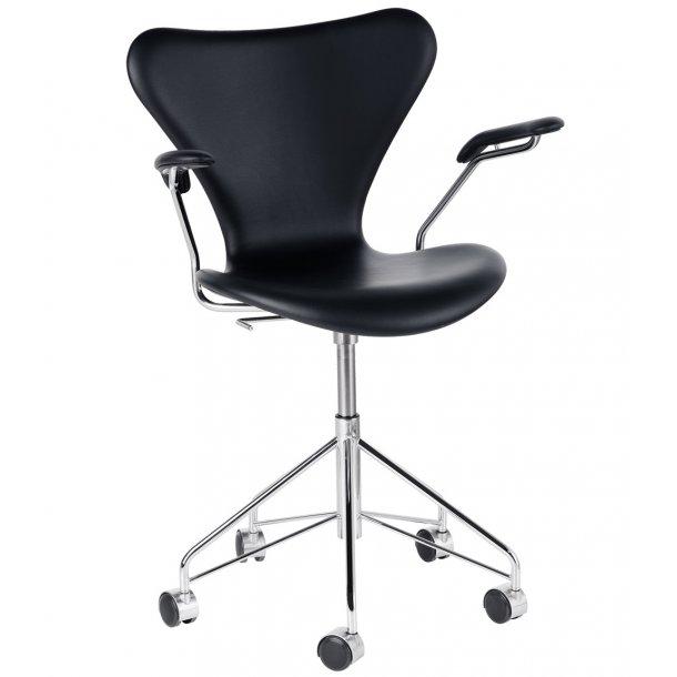 Serie 7 kontorstol m. armlæn - 3217 - Arne Jacobsen - Sort Basic læder